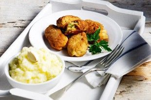 kroketes-mpakaliarou-me-skordalia-patatas_EKSO_olivemagazine.gr