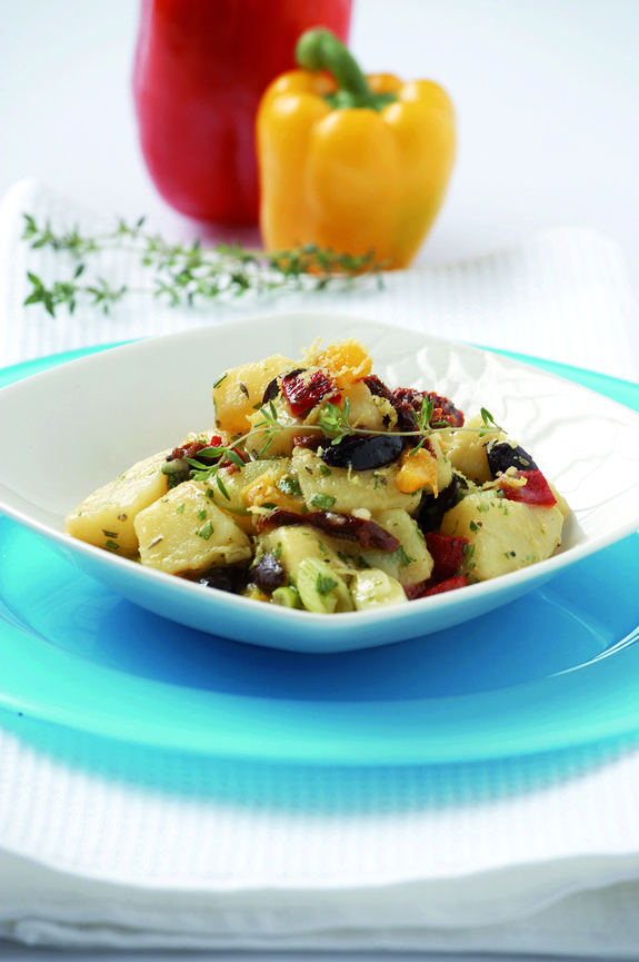 patatosalata me psites piperies.olivemagazine.gr