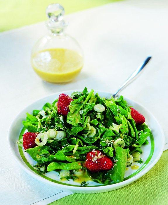salata me spanaki fraoules sousami kai dressing portkaliou