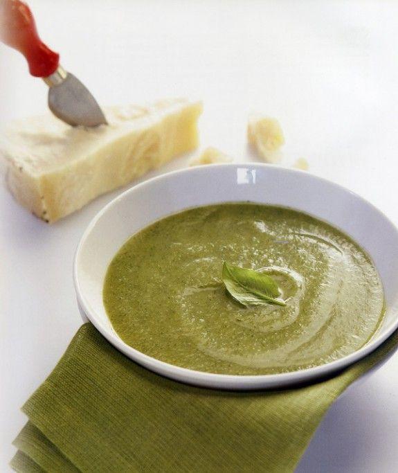 soupa prasinou kolokythiou me vasiliko kai parmezana