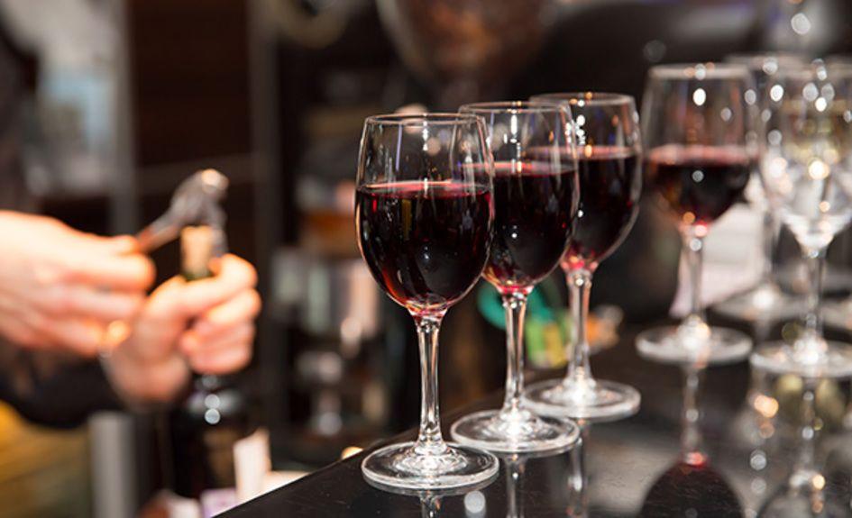 wine-bar_208195282