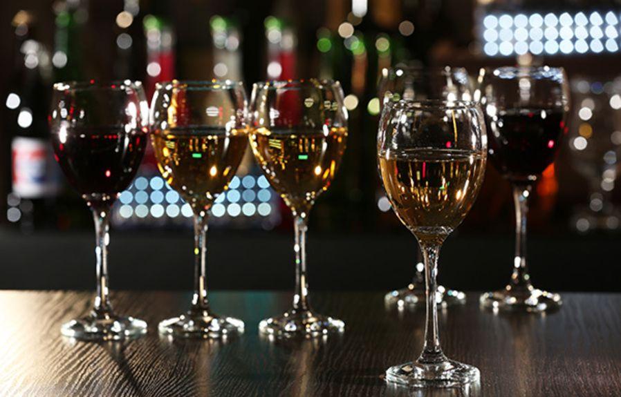 wine-bar_252986197