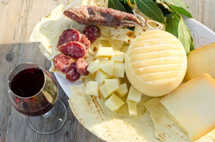 sardinian-cheese_105845948
