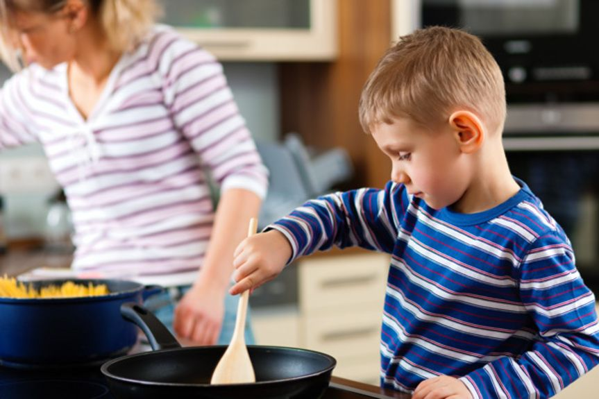 paidi-goneis-cooking-shutterstock_72393418
