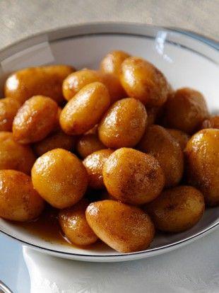 ANOIGMA--mikres-strogylles-patates-me-paprika-kai-lefko-krasi