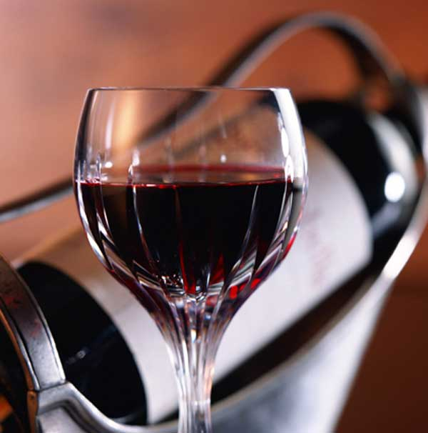 Anoigma-Food_Drinks_A_glass_of_red_wine_011942_