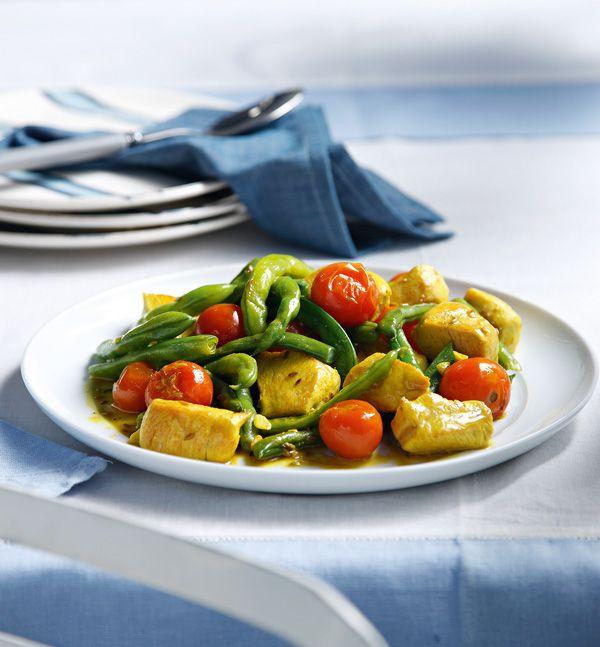 kotopoulo-me-prasina-fasolakia-tomatinia-kai-kourkouma
