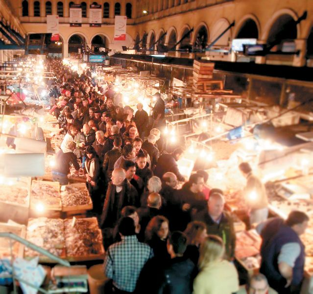 The-Central-market-of-Athens_Fotor-anoigma