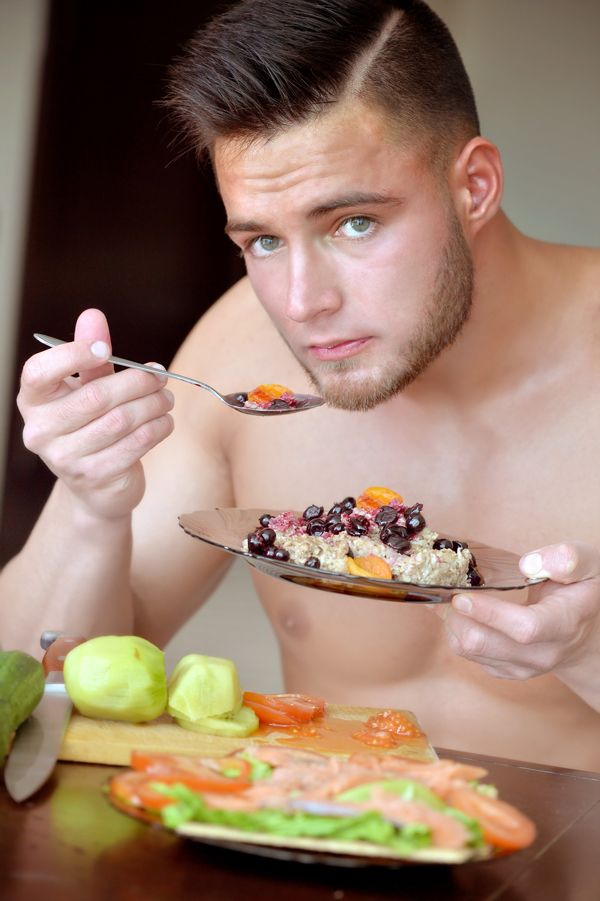 naked-man-eating