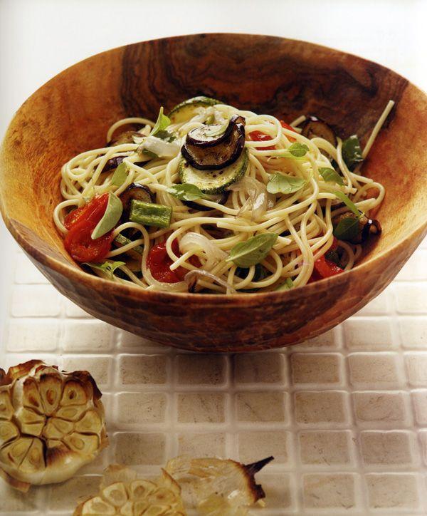 spaghetti-me-psita-laxanika-kai-kyvous-apo-manouri