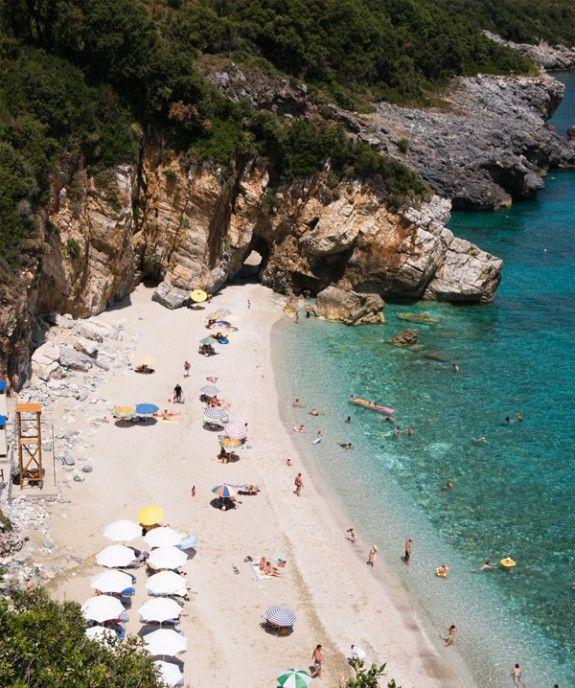 68b3d6826a Η Ελένη Ψυχούλη μάς συστήνει τις παραλίες του Πηλίου - www ...