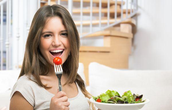 kopela-pou-trwei-salata