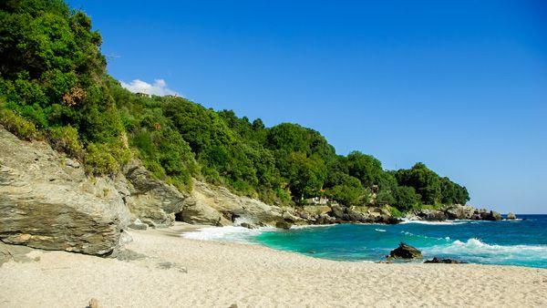 Η Ελένη Ψυχούλη μάς συστήνει τις παραλίες του Πηλίου