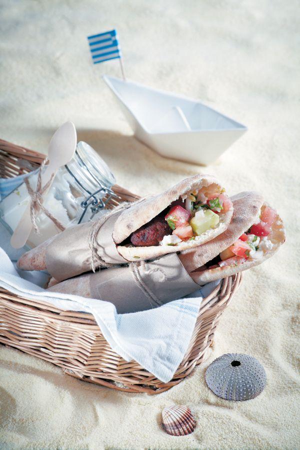 sandwitch-me-salata-k-keftedakia-IMG_0081