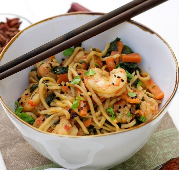 stir-fry-noodles-with-shrimp-and-vegetables_truc7a