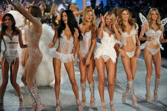 """Αυτά τρώνε καθημερινά οι """"Άγγελοι"""" της Victoria's Secret για διατηρούν την σιλουέτα τους !"""