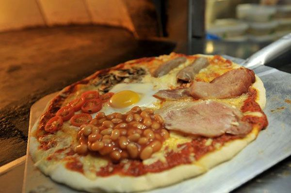 english-breakfast-pizza