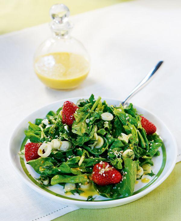 salata-me-spanaki-fraoules-sousami-kai-dressing-portkaliou