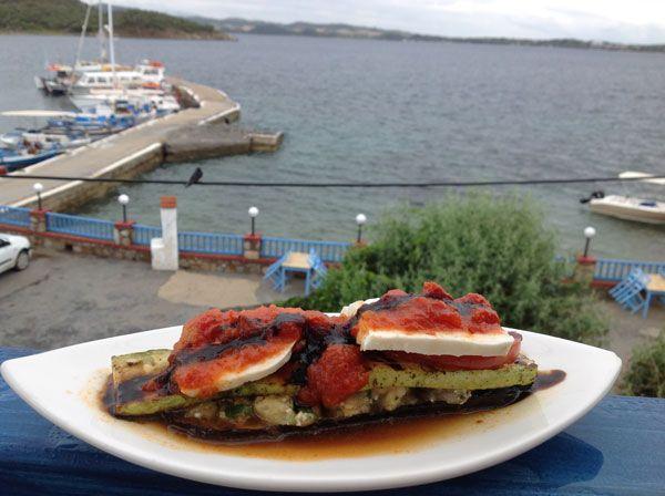 Από-το-μενού-της-Ντίνας-Νικολάου-στο-fish-restaurant-Anemotrata-στην-Αμμουλιανή