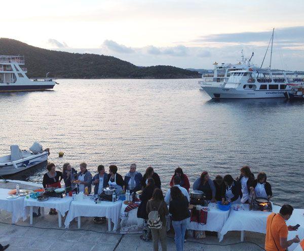 Μάθημα-μαγειρικής-στο-λιμάνι-της-Αμμουλιανής