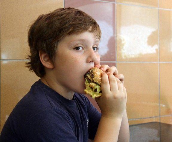 anoigma-apidi-pou-trwei-burger