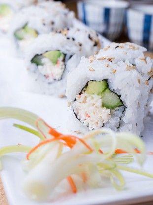 california rolls sushi