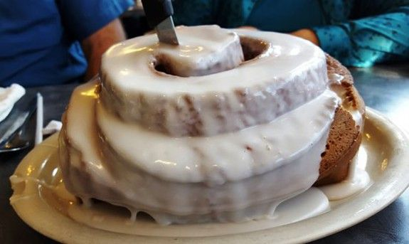 cinnamon-roll-biggest