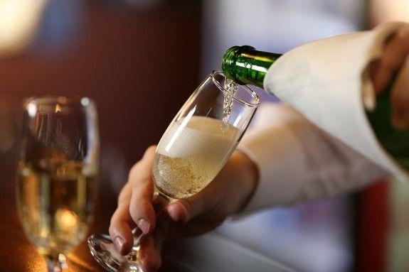 Κι όμως, το πρώτο ποτήρι σαμπάνιας σε μεθά, όχι όλα τα επόμενα... -  www.olivemagazine.gr