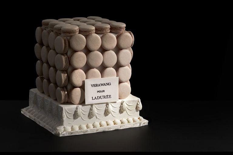 vw-macaroon-cake-on-base-1515688914