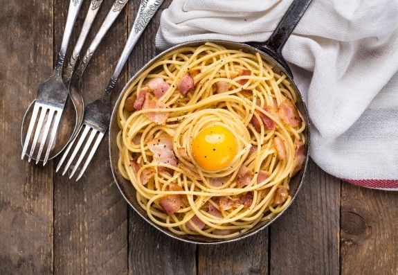 88540226 - pasta with bacon, egg and cheese